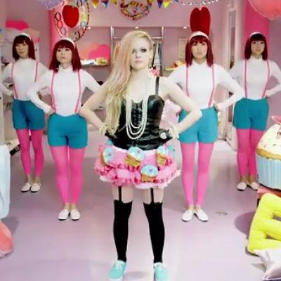 Avril och hennes superseriösa dansare