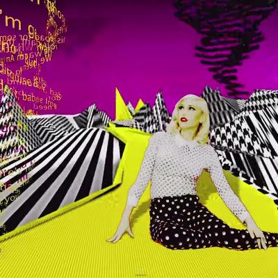 Gwen Stefani på en gul väg.