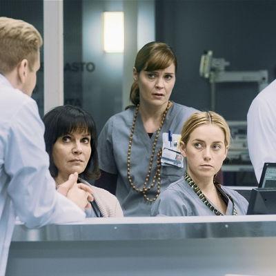 Syke-sarjan Lenita (Lena Meriläinen), Marleena (Tiina Lymi), Iiris (Iina Kuustonen) ja Ilmari (Matti Ristinen).