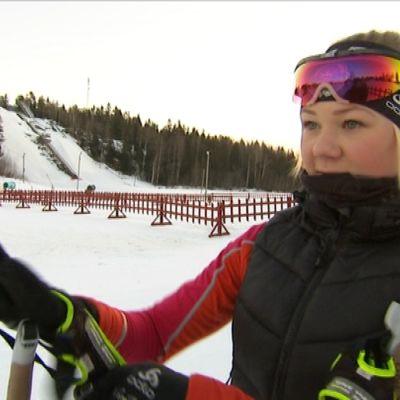 Emelie Svenlin åker skidor för IK Kronan.