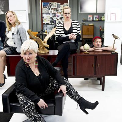 Kätevän emännän juhlat: Maria Sid, Jarkko Tiainen, Annu Valonen, Minna Kivelä, Kaisa Mattila, Lari Halme ja Lotta Lindroos