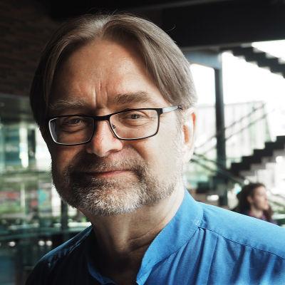 Säveltäjä Eero Hämeenniemi.