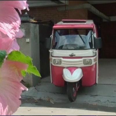Pink Rickshaw - taxi för kvinnor - i Pakistan