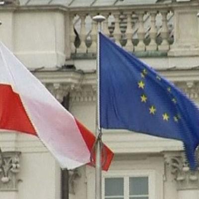 Polen-flagga och EU-flagga