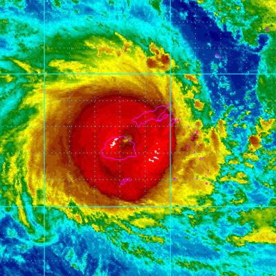 Den tropiska cyklonen Winston har klassats som en kategori-5 cyklon. Winston väntas nå huvudön Vitu Levu i kväll finsk tid Bild: EPA/NOAA/HANDOUT