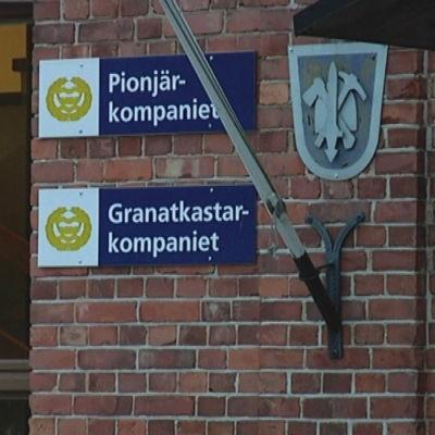 Ingången till grantkastar- och pionjärkompaniet vid Nylands Brigad.