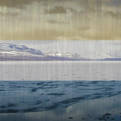 Symbolisk bild av Tornedalens flagga mot ett lappländskt landskap