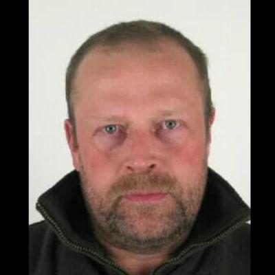 Efterlysta Pekka Seppänen har ljusbrunt kort hår och kort skägg.