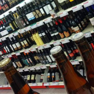 Flaskor i Alkos butik.