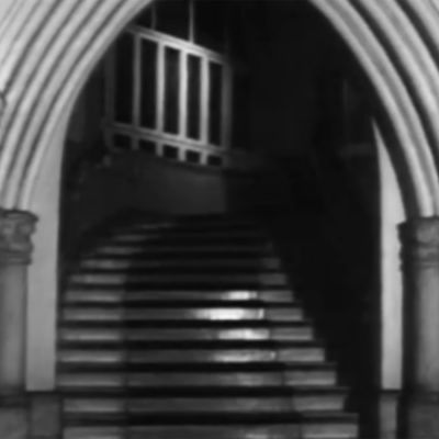 Trappuppgång i jugendstil, svartvit bild