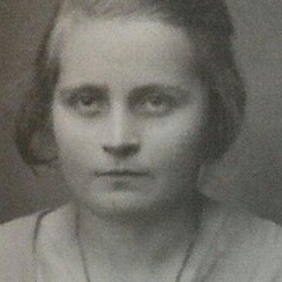 Svartvitt fotografi av Mårten Holms mormor Ina Ström ca 1920