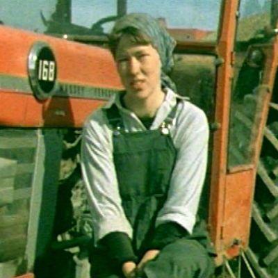 Eija-Kaija Niskanen otti isänsä kuoleman jälkeen tämän 100 hehtaarin maatilan isännöitäväkseen.