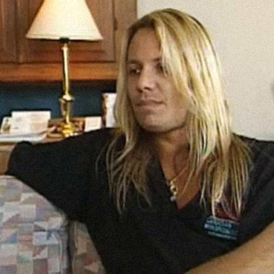 Vince Neil Heli Nevakareen haastateltavana 1989.