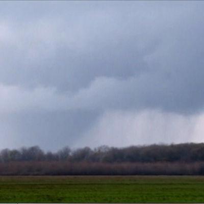 En tornado drar fram över USA