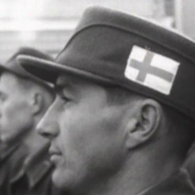 Suomalaisia rauhanturvaajia lähdössä Suezille.