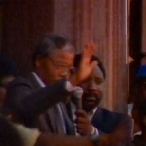 Nelson Mandela puhuu vapauttamisensda jälkeen.