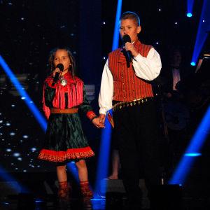 lapset laulaa