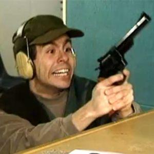 Silakka treenaa ammuntaa.