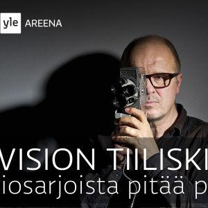 JP Pulkkinen filmikameran kanssa