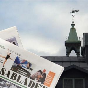 Hbl:s torn i bakgrunden och ÖT samt Vasabladet i förgrunden.