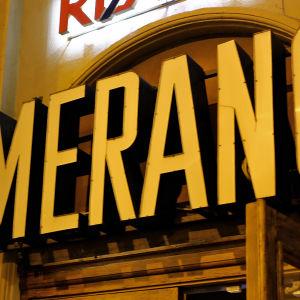 Neonskylten ovanför före detta biograf Merano vid Femkanten i Helsingfors.