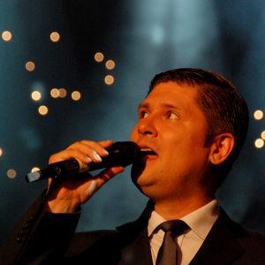 Leif Lindeman esitti Finaalin karsinnassa kappaleen Muistojen polku