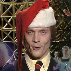 Timo T. A. Mikkonen juontaa joulunalun 1984 Hittimittaria