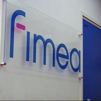 Bild som visar Fimeas logotyp på en vägg