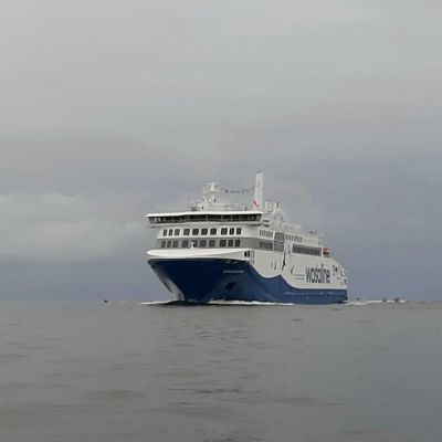 Aurora Botnia saapumassa Vaasan satamaan ensimmäistä kertaa 25.8.2021 kello 11 jälkeen