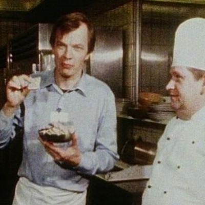 Jaakko Kolmonen herkuttelee Islannissa paikallisessa keittiössä.