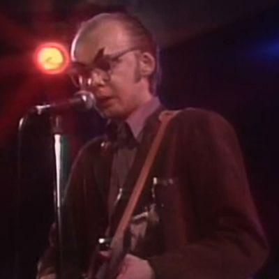 Tuomari Nurmio lavalla Härmärock-konsertissa 1981.