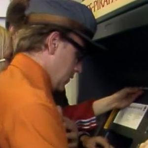 Fakta homman Kaasiset ja Kaakot pankkiautomaatilla.