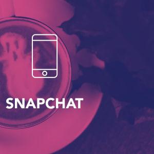 Digitreeni-artikkelin pääkuva. Tekstit: Snapchat, Digitreenit, yle.fi/oppiminen. Taustakuvassa kahvin maitovaahdossa kummitus.