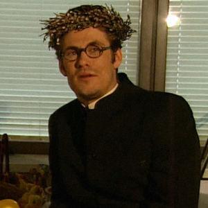 Pashaistien toiminnanjohtaja Lars Falck (Tommi Korpela) esittäytyy.