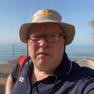 Kreetalla lomaillut Yle Mikkelin toimittaja Petri Vironen kertoo, että heillä ei ole hätää ja järistys on sattunut