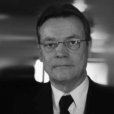 Svartvit bild av Timo T.A. Mikkonen