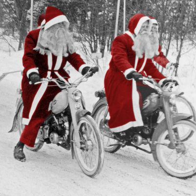 Jultomtar åker på Solifer mopeder.