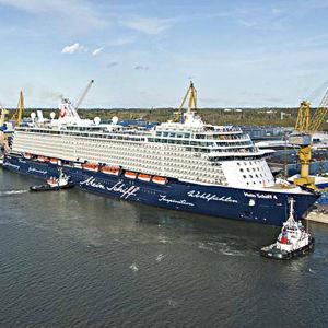 Ett fartyg i hamnen hos Meyer Turku