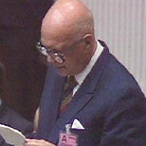 Urho Kekkonen puhuu ETYKin päätösasiakirjakokouksessa.