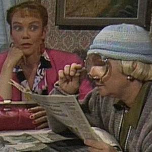 Kuvakaappaus Mummo -tv-sarjasta.