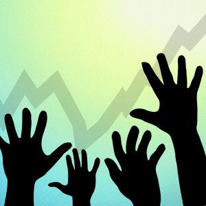 Grafik av händer som sträcks mot en uppåtgående kurva