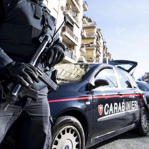 Aseistettuja italialaisia poliiseja.