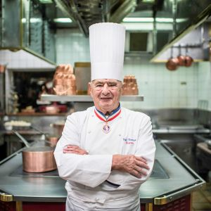 Paul Bocuse keittiössä.