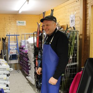 Kauppias Jari Kekäle ottaisi tähän tilaan Postin pakettiautomaatin.