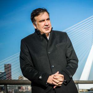 Georgian entinen presidentti ja Ukrainassa oppositioliikettä johtanut Mihail Saakašvili Hollannissa.