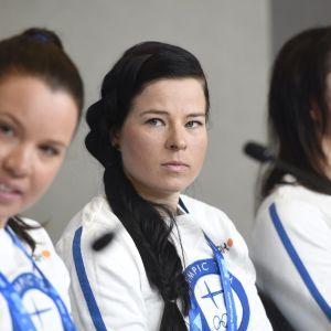 Kerttu Niskanen (vas.), Krista Pärmäkoski ja Aino-Kaisa Saarinen.