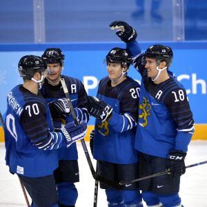 Suomi juhlii Norjaa vastaan.