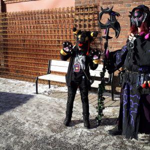 Turun cosplay-tapahtumaan osallistuvia pukuilijoita.