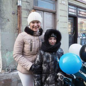 Kaisa Pihla ja tytär Anne-Liis Pihla olivat Viron itsenäisyyspäivänä jo aikaisin liikkeellä – lipunnosto Toompean mäellä piti ehdottomasti nähdä omin silmin.