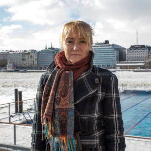 Bluet Oy:n toimitusjohtaja Tytti Sirola Katajanokan altaalla.